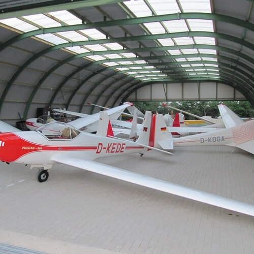 8915 - R17 - Hangar for gliders